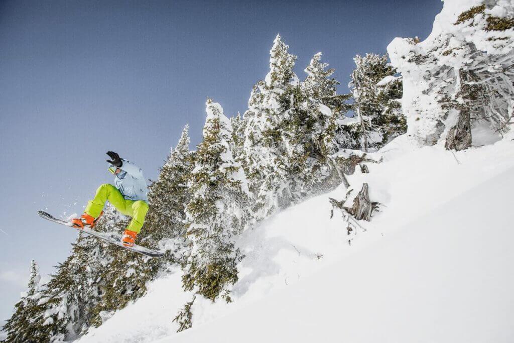 Snowboardeur aux Portes du Soleil