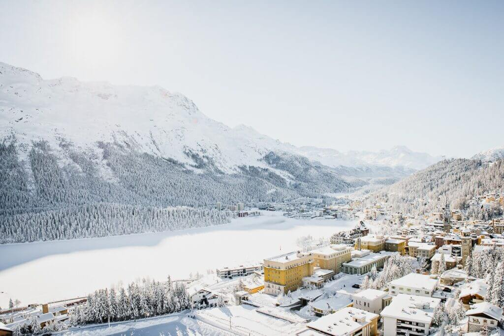 Vue sur St. Moritz et l'Engadine