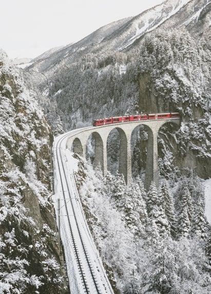 Train du Glacier Express sur le Viaduct du Landwasser