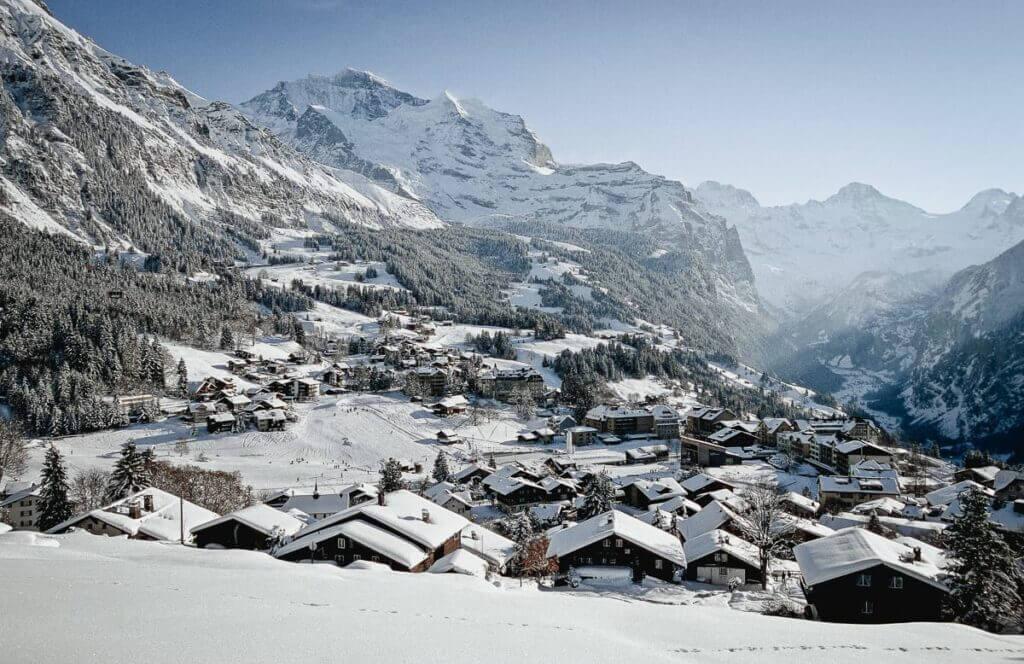 Village de Wengen et vue sur Lauterbrunnen